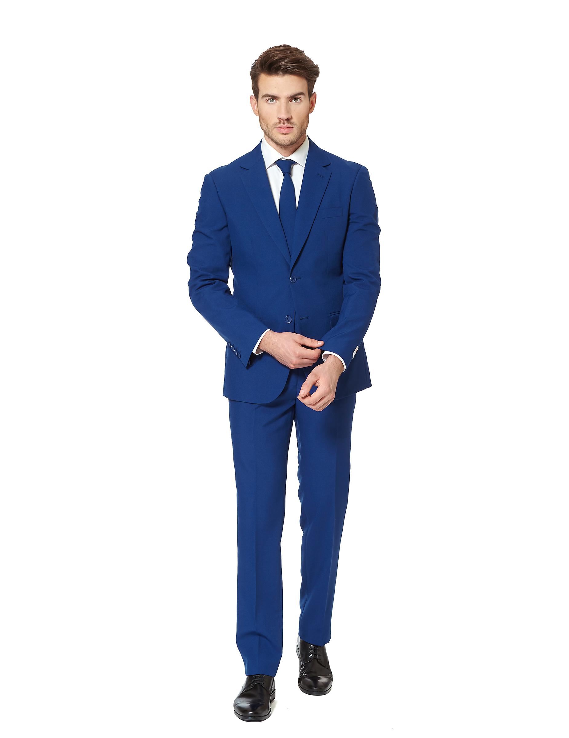 Cómo combinar un traje azul marino de hombre ¿Tienes un traje azul marino o estás pensando en adquirirlo para alguna ocasión o celebración y no sabes como combinarlo? A continuación te presentamos diferentes consejos y recomendaciones para que pudieras lucir al máximo tu traje azul marino y vestir a la última moda siguiendo las tendencias.