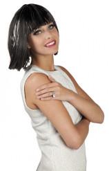 Peluca corta con flequillo y filamentos plateados para mujer
