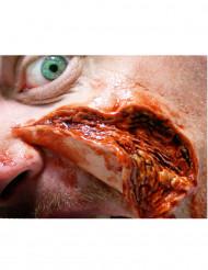 Heridas piel abierta y rasgada aplicación con agua
