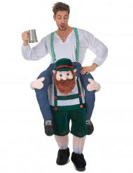 Disraz de hombre montado en los hombros de un bávaro