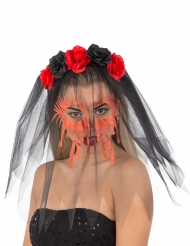 Diadema con rosas y velo negro rostro ensangrentado mujer