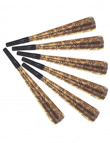 Seis trompetas doradas